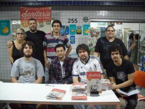 Jorge (presente, mas fora de quadro), Thaïs, João, Will, Manassés, Lauro, Thiago, Ricardo e Igor